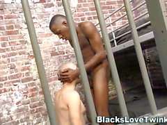 ebony prisoner fucks culo